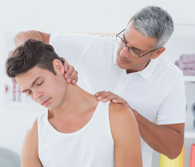 whiplash patient in austin with neck pain